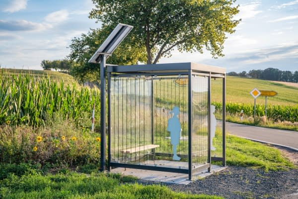 Self-sufficient bus stop Köln with photovoltaics, bird protection glass and LED lighting