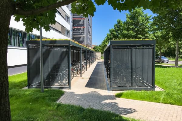 Representative bicycle shelter Köln with leaning brackets