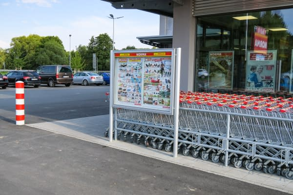 Display case on post for supermarkets