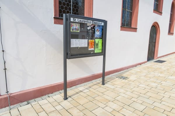Modern showcase for outdoor use as a stand-mounted unit