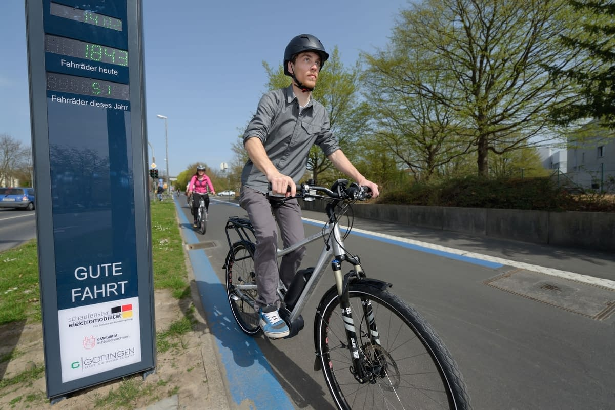 Cyclists on a cycle expressway