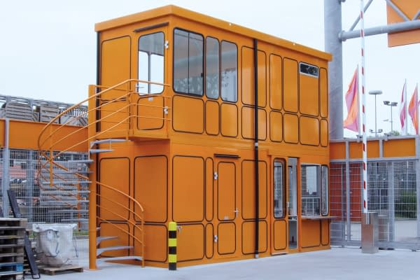 Individual R-room system on two floors in the outdoor area